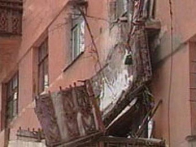 В сао упавшим балконом убит прохожий новости mos. news.